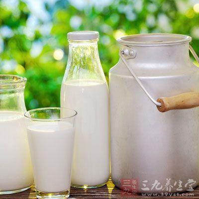 每次用4~5滴牛奶兑盐,在盐半溶解状态下开始用来按摩