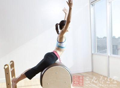工作时候难免会有多多少少的压力,那么这个时候瑜伽就派上用场了