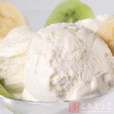 看似美丽的冰淇淋含有以下的肥胖 成分哦!