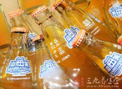 """天津市民买到过期山海关汽水 店家称是""""新货"""""""