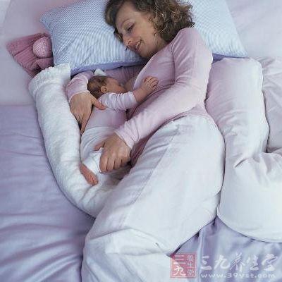 女子喂奶时睡着憋死53天大新生儿
