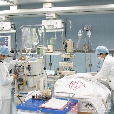 血基本止住,病人被送到icu