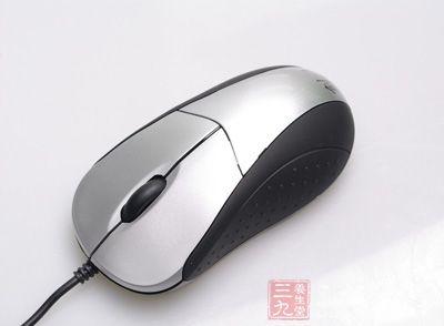 7,8,     鼠标按其工作原理的不同可以分为机械鼠标和光电鼠标.