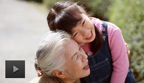 老年人经常和小孩子争宠该怎么办