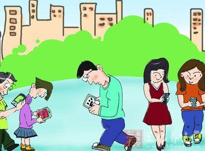 手機掉臉上圖片卡通
