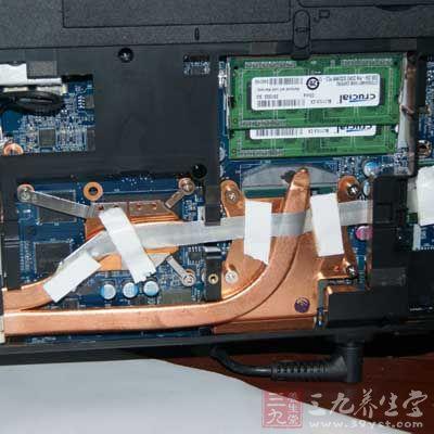 电器中的电视机,电路板,电脑主机,手机如果被灰尘长时间占据