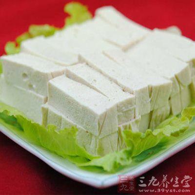 与豆腐一起食用,很容易形成结石