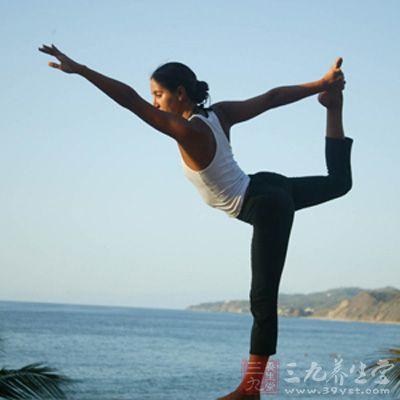 产后练习瑜伽的优势在于骨盆底的支持组织、韧带都处于比较松驰的状态,更容易完成某些姿势