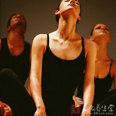 高温瑜伽的倡导者认为,这套动作可在90分钟内协调地把身体恢复到一个平衡的境界,使全身都得到锻炼