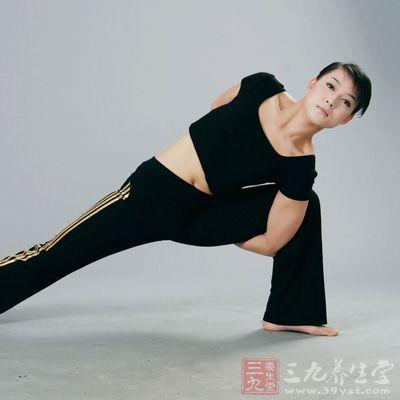 阴瑜伽主要针对大腿以上、下背部以下的区域展开,重点在于髋部、盆带区域