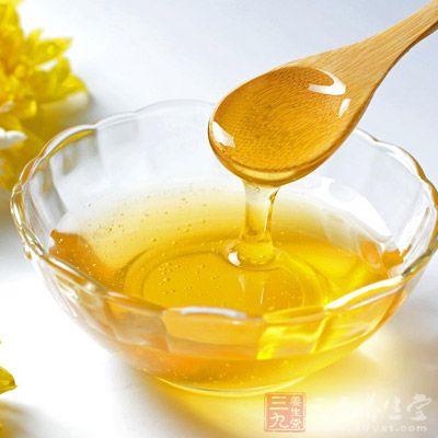 取蜂蜜适量,加纯酒精适量,点火燃烧,待蜂房烧成黑灰时,用手指蘸灰涂于患牙,一般4~5分钟可止痛