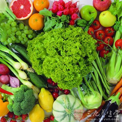维生素广泛存在于绿叶蔬菜,新鲜水果及动物肝脏,植物油等食物中