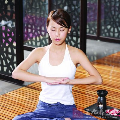 各类不同的香薰精油配合不同的瑜伽体位修习,能使机体呈现良好状态