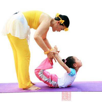 宝宝练瑜伽好处多