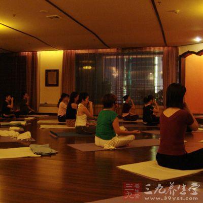 高温瑜伽对体形锻炼、体态塑造和身体健康都很有帮助