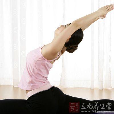 练习瑜伽能够帮助身体排毒,加快新陈代谢