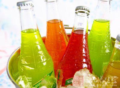夏天天气热,冰凉的冷饮和饮料成为了首选,那么孕妇可以吃这些食物吗