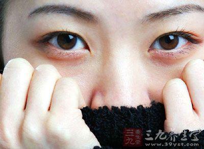 怎样去除黑眼圈 3招帮你摆脱熊猫眼