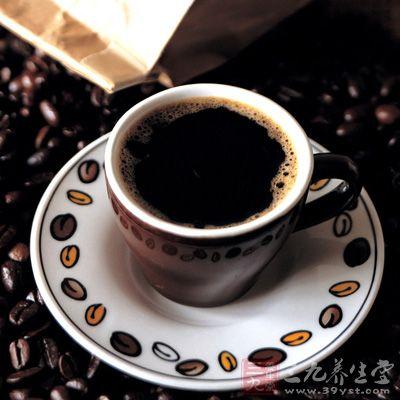 尽量避免吃辛辣食品、饼干和方便面,不喝浓茶和咖啡