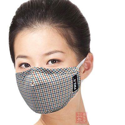 在流感高发时节,尤其是现在,应减少外出,即使是外出时应戴口罩
