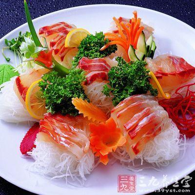 尤其是比较容易引起过敏的食物,如海鲜