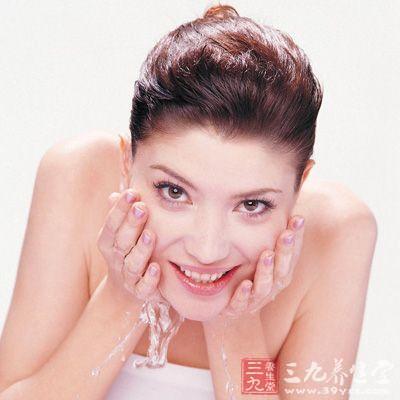产后皮肤保养误区四:产后不注意肌肤清洁