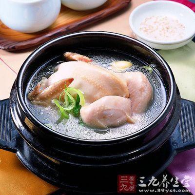 产褥期应该常喝些鸡汤、排骨汤、鱼汤和猪蹄汤