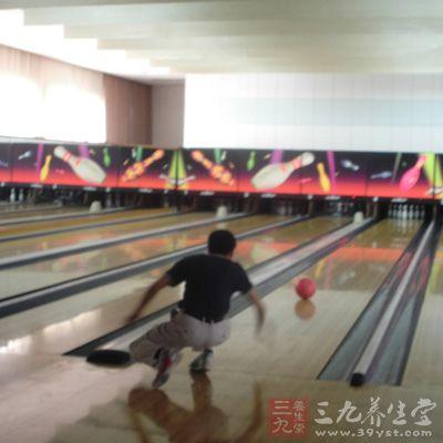 直线球是各种球路的基础,如果直线球学不好就去学别的球,那就会非常的不稳