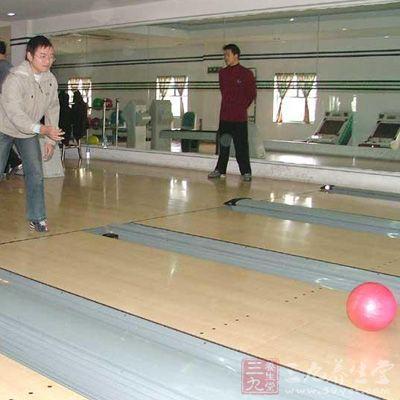 球道由助走用的走道,还有让球滚动的滚球道和放置球瓶的球瓶区所构成