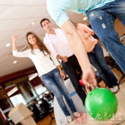 保龄球是一项集娱乐和锻炼为一体的运动