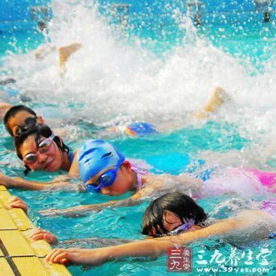 学游泳的技巧_如何学游泳 学游泳的步骤及技巧(9)