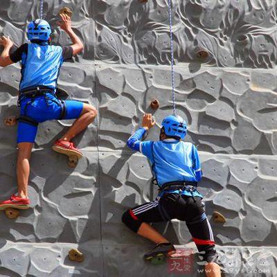 攀岩主要是以参与者攀登时间的长短最终来决定胜负的