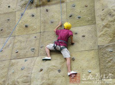 攀岩是从登山运动中衍生出来的一项竞技类的运动项目