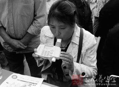 四川省哮喘联盟举办义诊活动