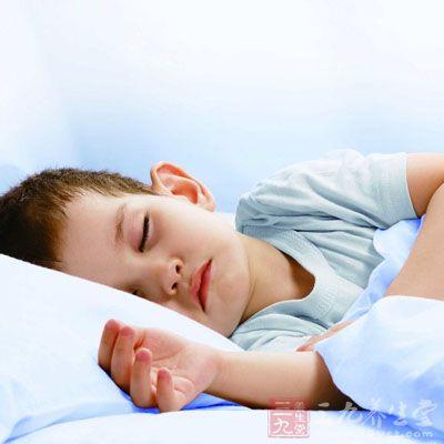 儿童睡觉前不可让他们玩得太兴奋