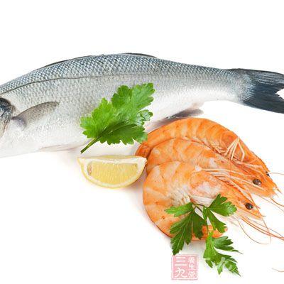 有过敏体质的孩子在鱼虾类食物时要格外小心