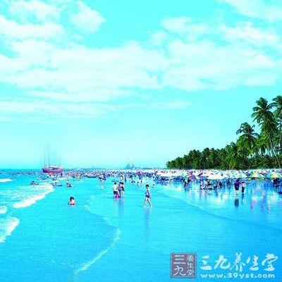 北海银滩位于广西北海市,空气清新,是天然的氧吧城市,西,南,北三面