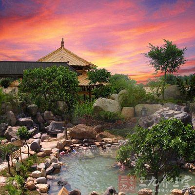 日月谷温泉主题公园设有近百个露天温泉泡池