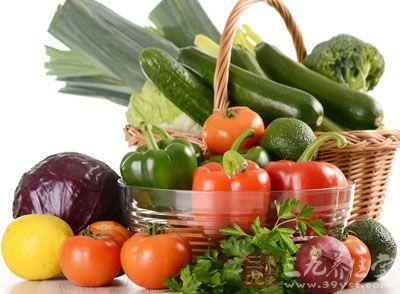 宜多食凉性的新鲜水果与蔬菜
