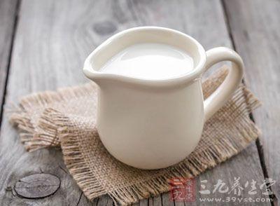 退热或恢复期,逐步给予容易消化吸收且营养价值高的食物。如牛奶