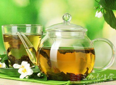 喝绿茶对于清血是很有帮助的