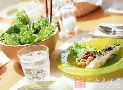 实证眩晕者饮食宜清淡,少吃煎炒、炙烤、油脂肥厚的食物