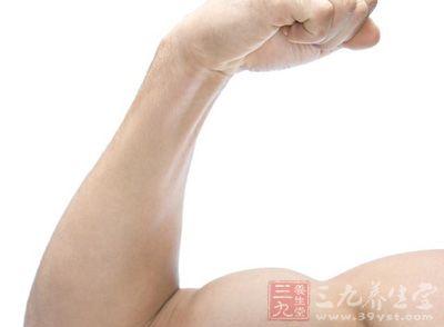 解剖   在桡侧腕屈肌腱与掌长肌腱 有前臂正中动、静脉,深部为前臂