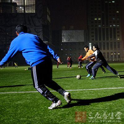 踢足球技巧 六大技巧让你变足球达人 8图片