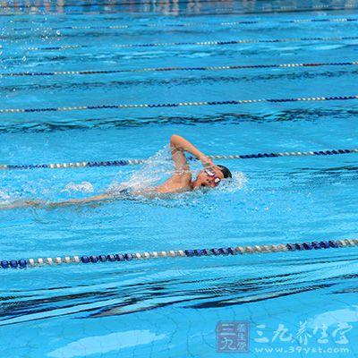 学游泳的技巧_学游泳的技巧 初学者如何学会游泳(13)