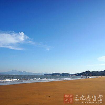 浙江普陀山东海岸位于浙江省舟山群岛的普陀山,从几宝岭北麓到望海亭
