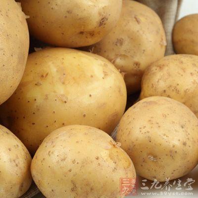 以鲜马铃薯600克洗净去皮打汁去渣