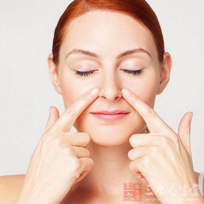 按摩迎香穴能够很好的消除脸肿,对于皮肤有很好的美白