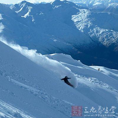 三锥山滑雪场是新西兰最大的滑雪场