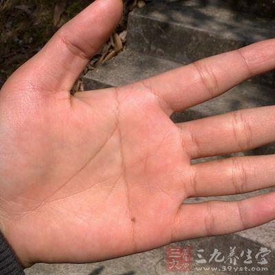 假如你的手相是单手断掌纹,那么你可能有偏执的性格